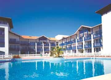 Location france urrugne st jean de luz residence for Camping st jean de luz avec piscine