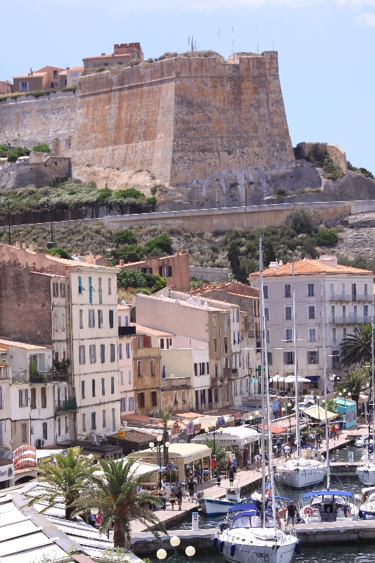 La ville de Calvi sous la tour du sel.
