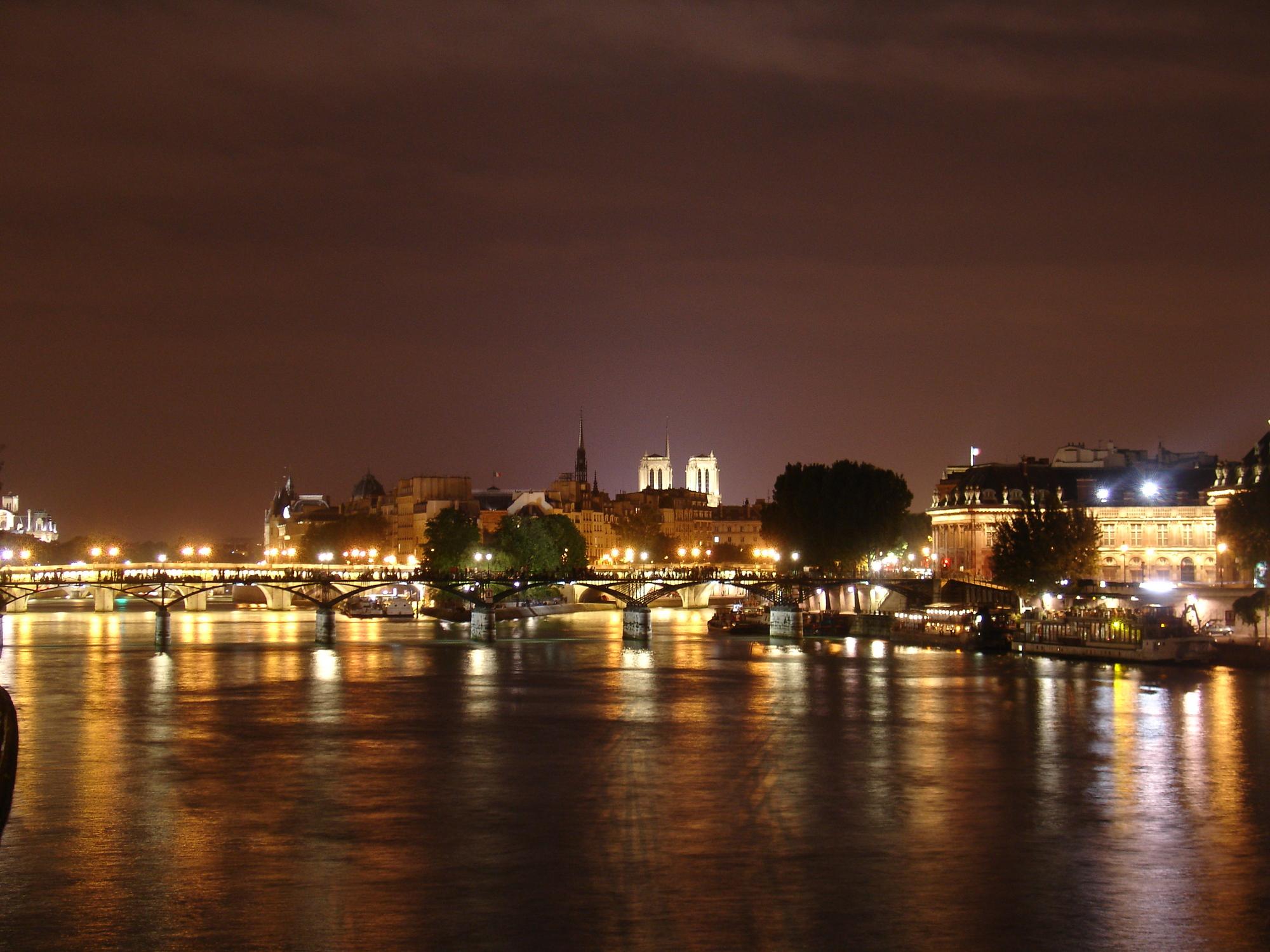 Nouvel An prestigieux à Paris sur une péniche NOUVEL AN PRESTIGE A PARIS à partir de 960 € TTC