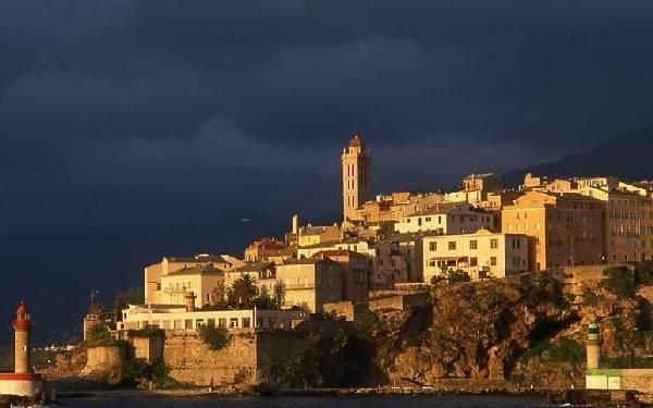 La citadelle de Bastia et le quartier de Terra Nova.