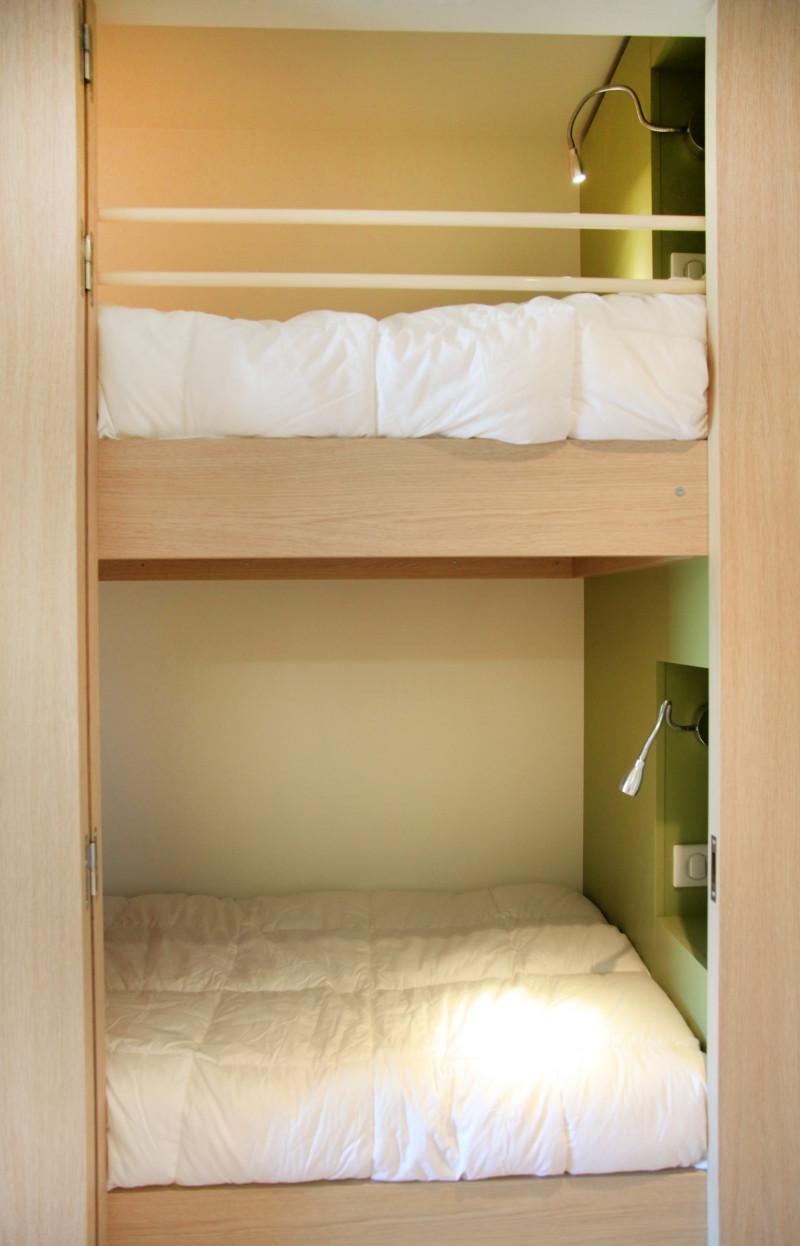 Chambre vue Maquis. Les lits superposés d'une chambre familiale pouvant accueillir en standard  enfants et les parents.