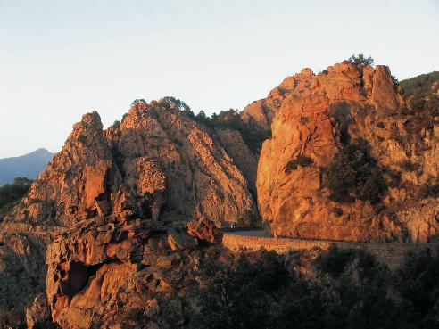 La fameuse route permettant la visite des Calanche de Piana.