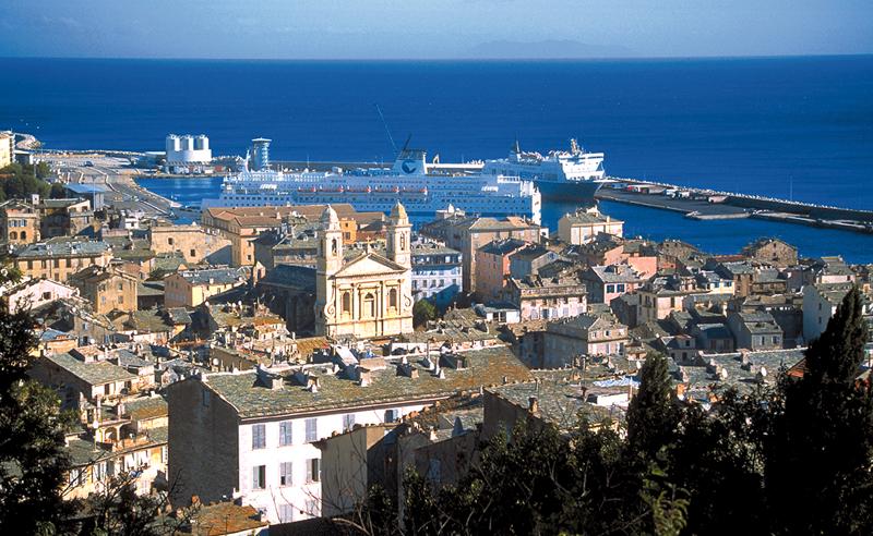 Vue du vieux port depuis la citadelle de Bastia.