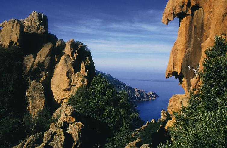 Les formes incroyables prisent par les roches des Calanche de Piana.