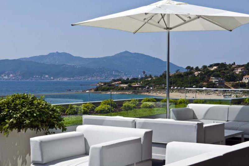 Vue depuis une terrasse de l'hôtel Radisson Blu Ajaccio.