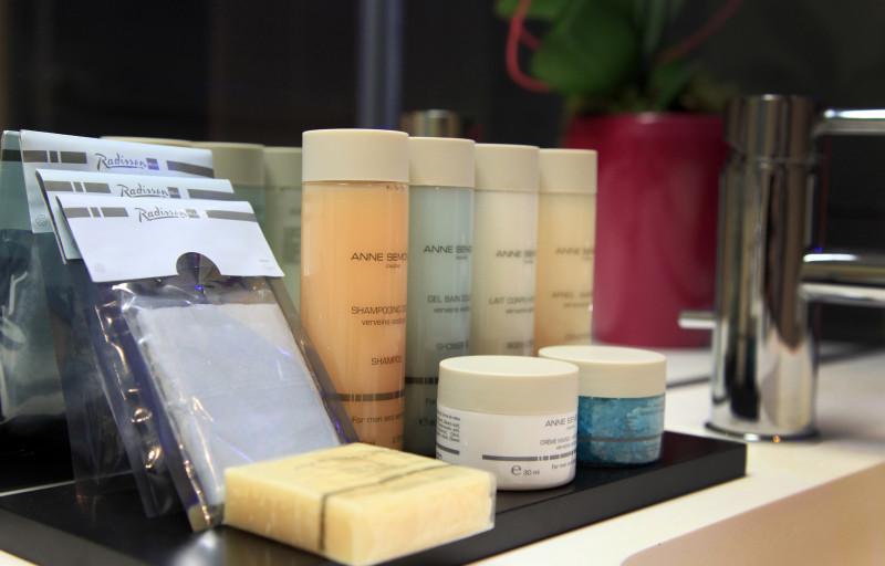 Les produits de beauté à votre disposition dans toutes les salles de bain.