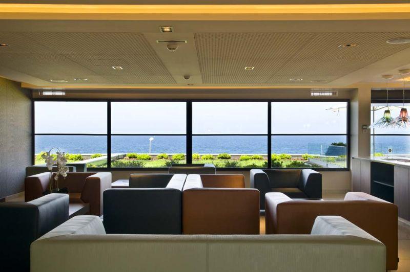 Espace détente dans le lobby du Radisson Blu Ajaccio