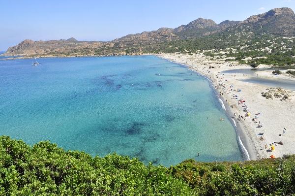 La superbe plage de l'Ostriconi, entre Balagne ( Calvi-Ile Rousse)et Desert des Agriates. Photo Vac