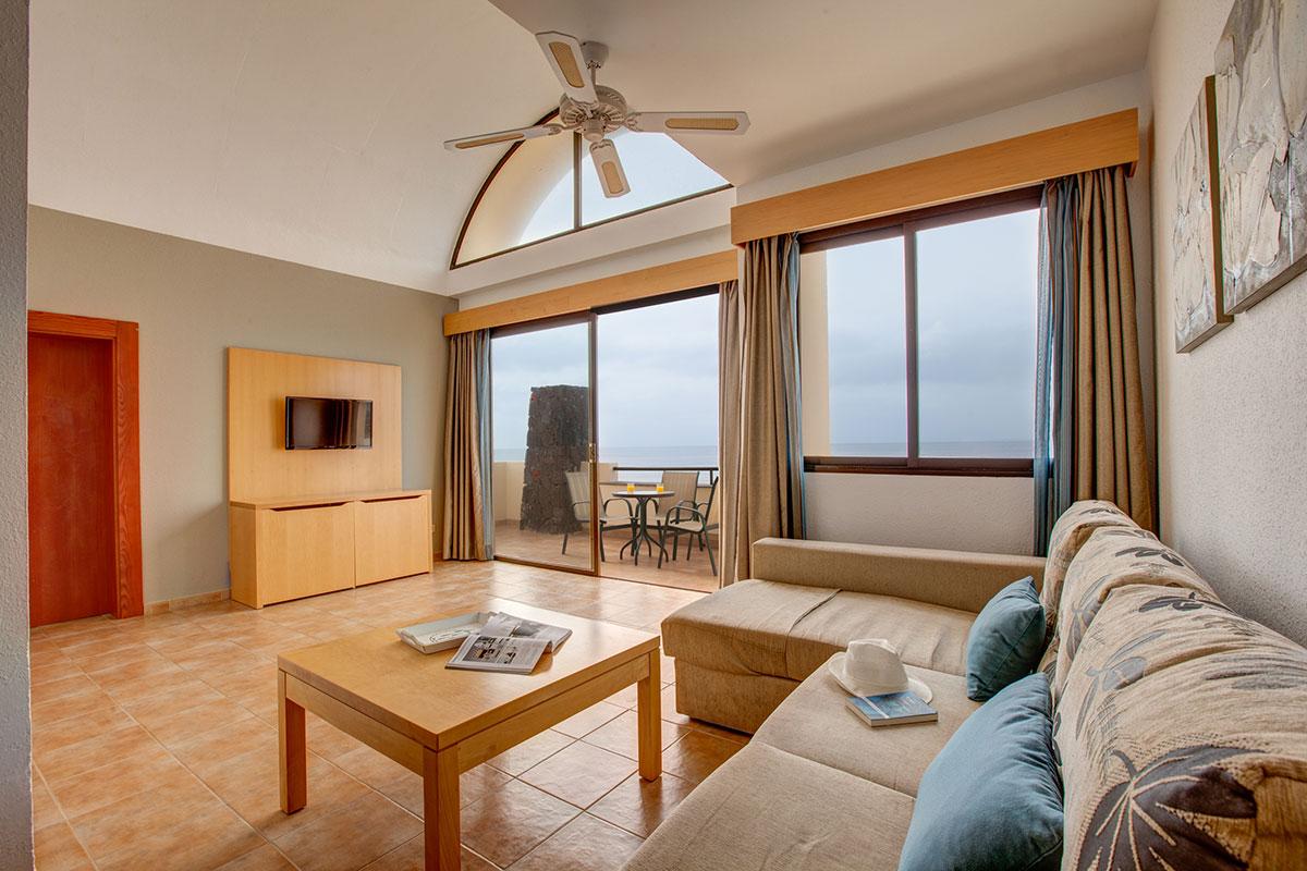 s jour canaries club marmara royal monica. Black Bedroom Furniture Sets. Home Design Ideas